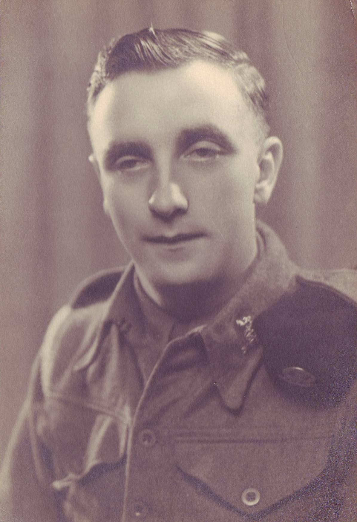 William Vincent Thomas in uniform.jpg